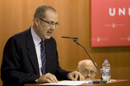 Albert Carreras llegint la laudatio