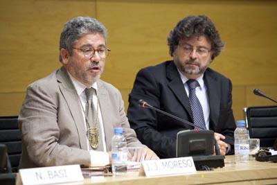 Josep Joan Moreso, acompanyat per Antoni Castellà, pronunciant el seu parlament