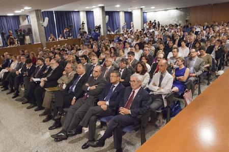 L'auditori de Ciutadella ple durant l'acte d'inauguració del curs