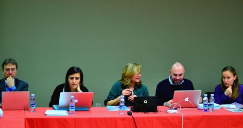 La professora Gema Revuelta (centre), amb d'altres participants del projecte NERRI