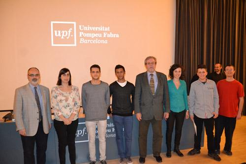 Foto de grup dels premiats i càrrecs acadèmics i institucionals