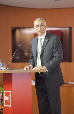 El rector Jaume Casals durant el seu parlament