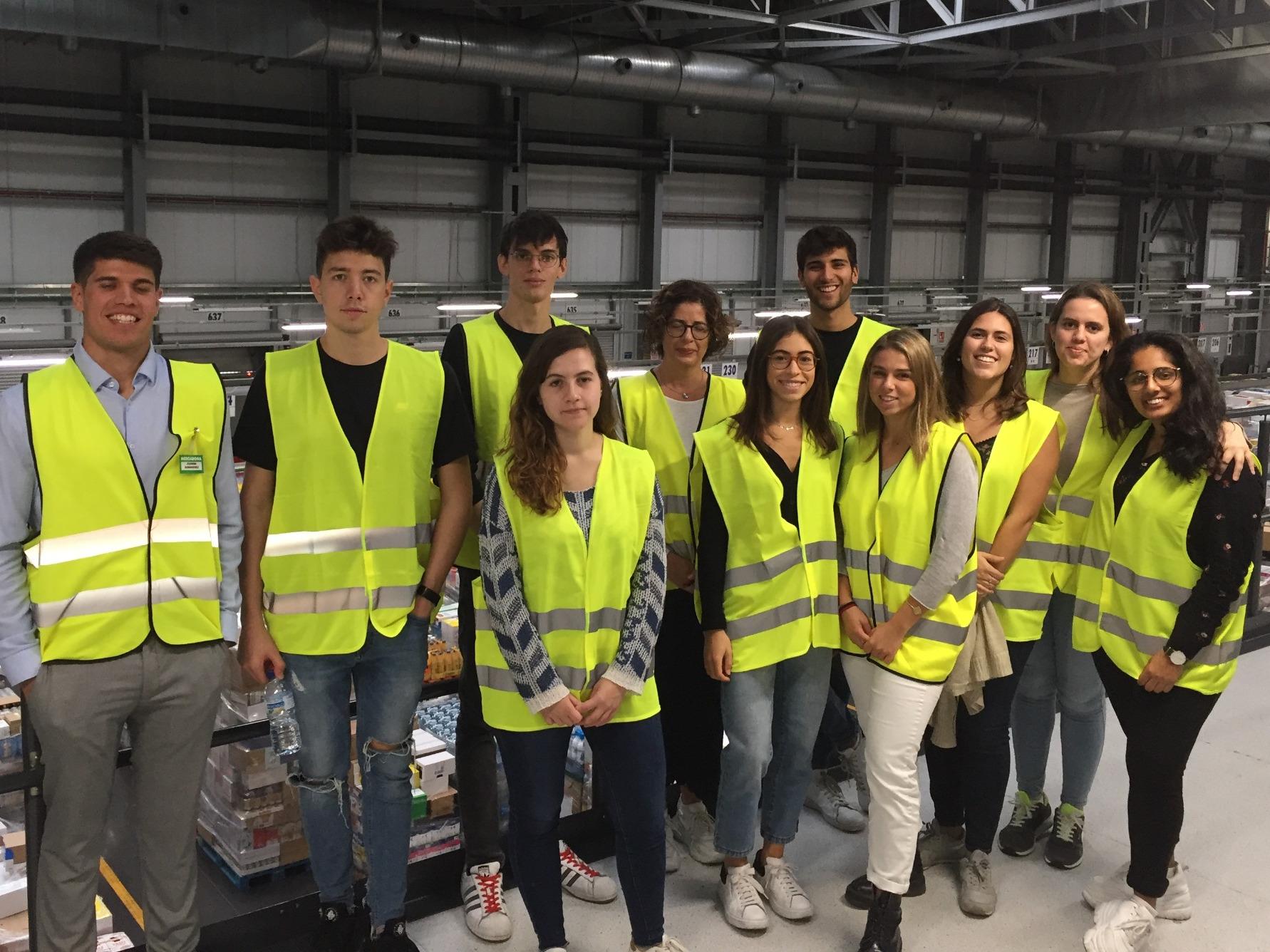 Business Logistics undergraduate students visiting a Mercadona warehouse
