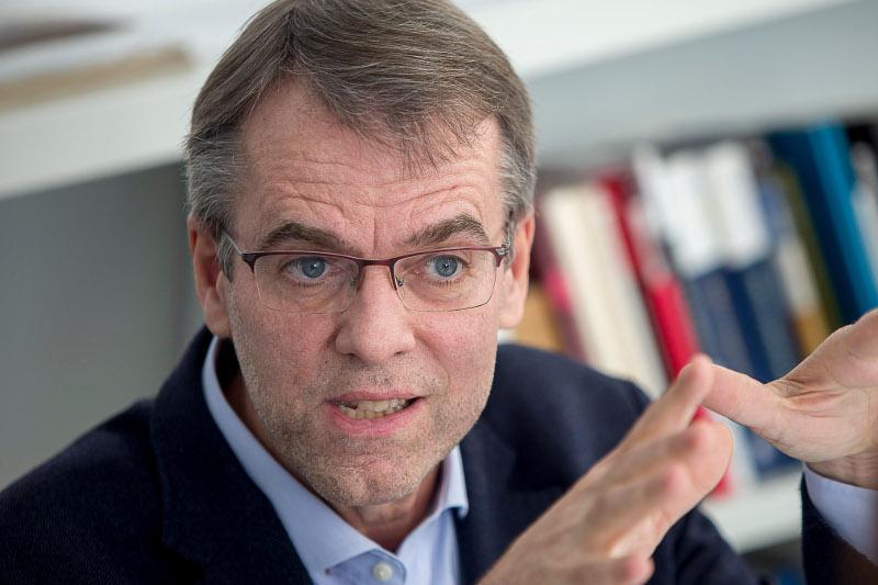 Prof. Oriol Amat